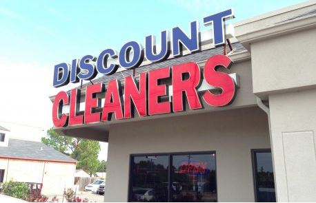 Lighted Channel Letters Discount Cleaners Red Blue